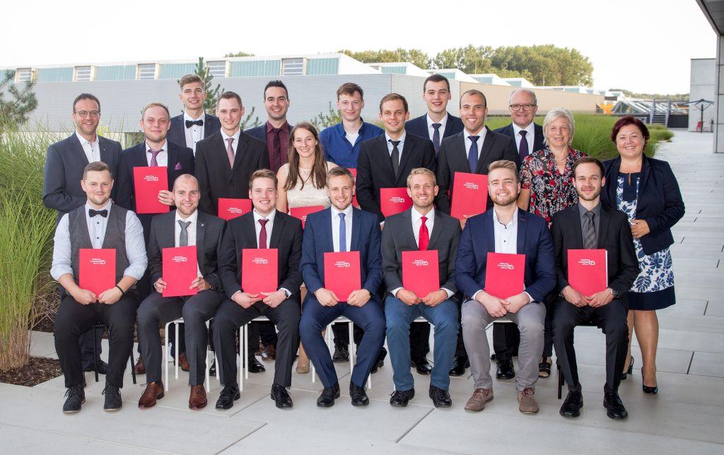 Berufsakademie Melle verabschiedet 16 Absolventen.